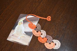 先生のイメージで明るいオレンジにしました!と渡された手作りのブックマーク! 早く本にはさみたいわ♪