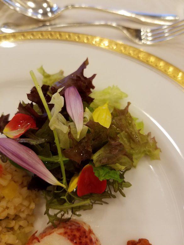 付けあわせのサラダ。彩りはもちろん、ドレッシングもスペシャルでした。