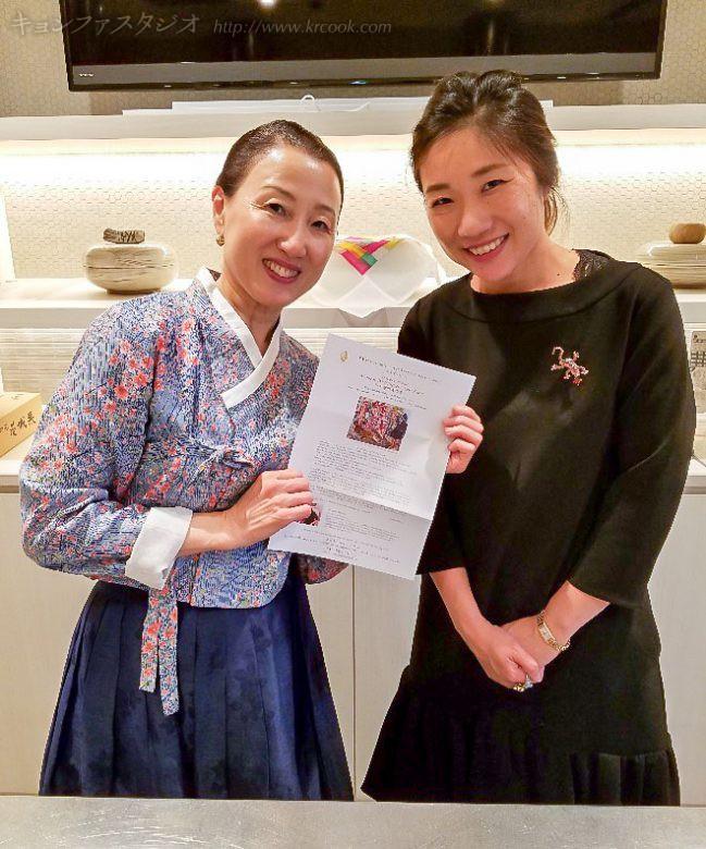 画家の三井淑香さんと。個展のお知らせをいただきました!